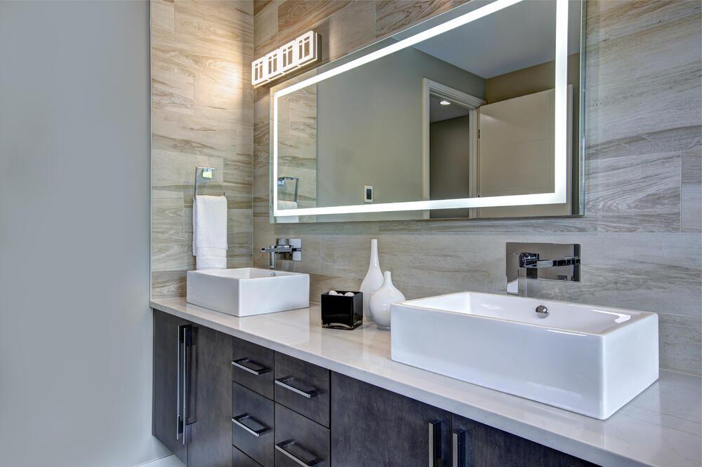 Comment installer un néon dans une salle de bain ?