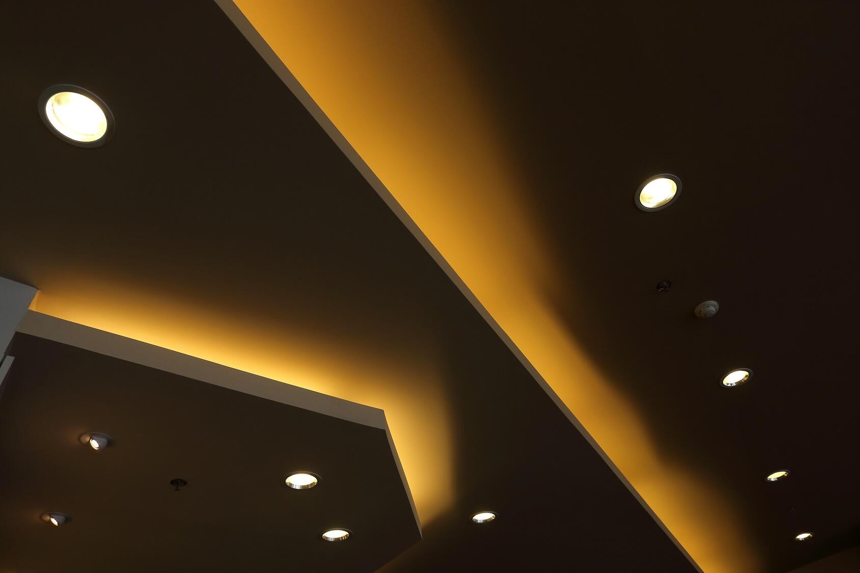 Comment placer des spots au plafond ?